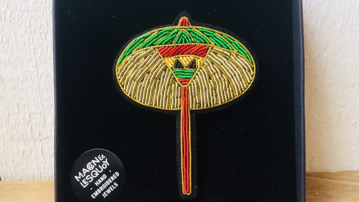 Bijou brodé broche ombrelle Japon MACON&LESQUOY chez Bee art&design Saint-Malo