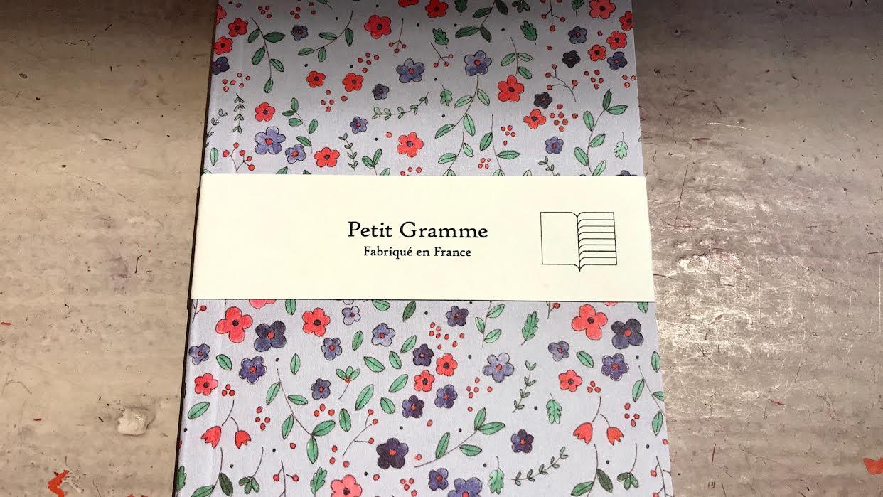 Carnet PETIT GRAMME Russe gris chez bee art&design à Saint-Malo