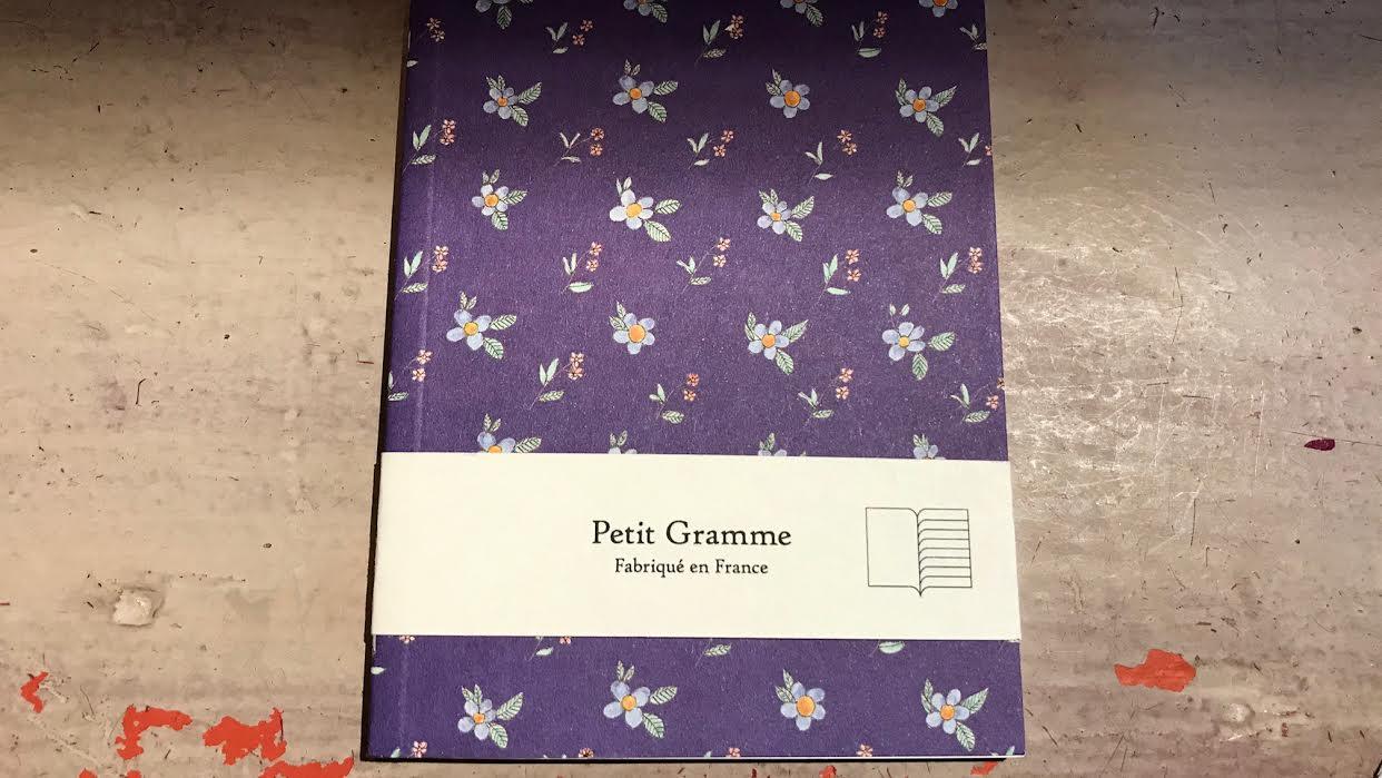 Carnet PETIT GRAMME petites fleurs bleues chez bee art&design à Saint-Malo