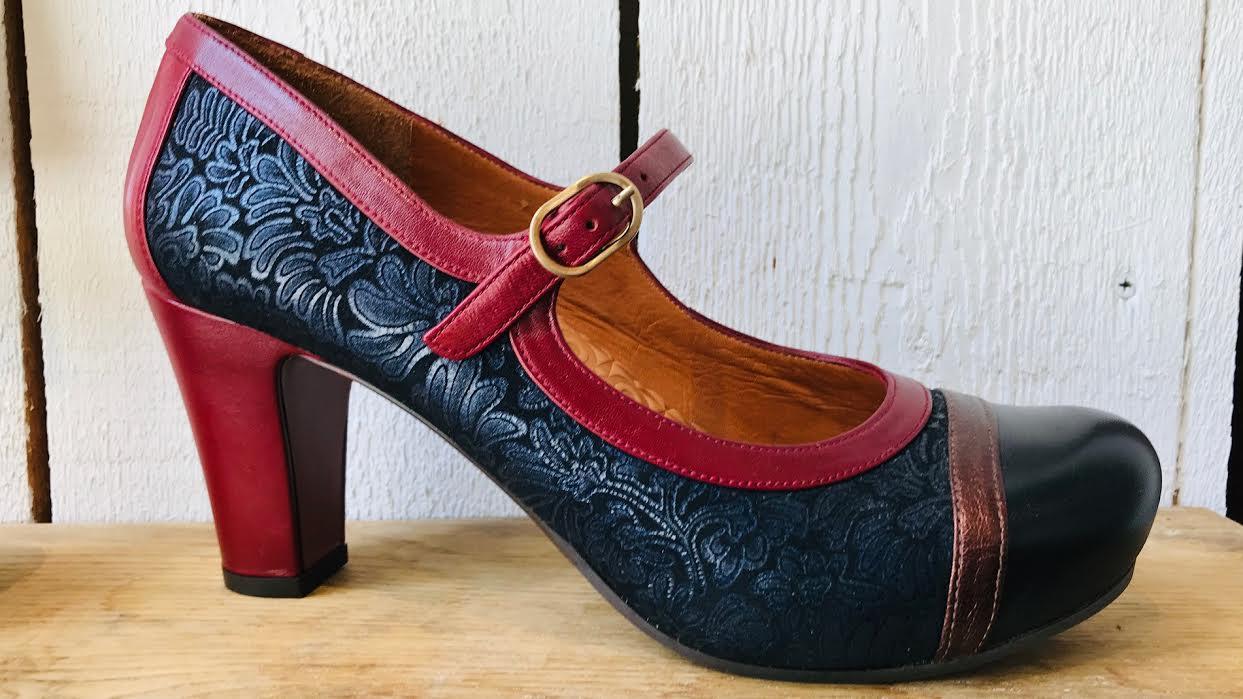 Chaussure Chie Mihara I-Kiona33 noir bleu rouge chez Bee art&design à Saint-Malo