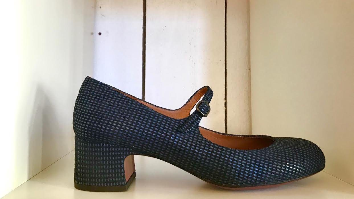 Chaussure Chie Mihara U-Nead33 bleu chez Bee art&design à Saint-Malo