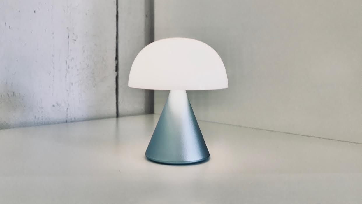 Mini lampe LED LEXON mina light blue bleu clair chez Bee art&design Saint-Malo