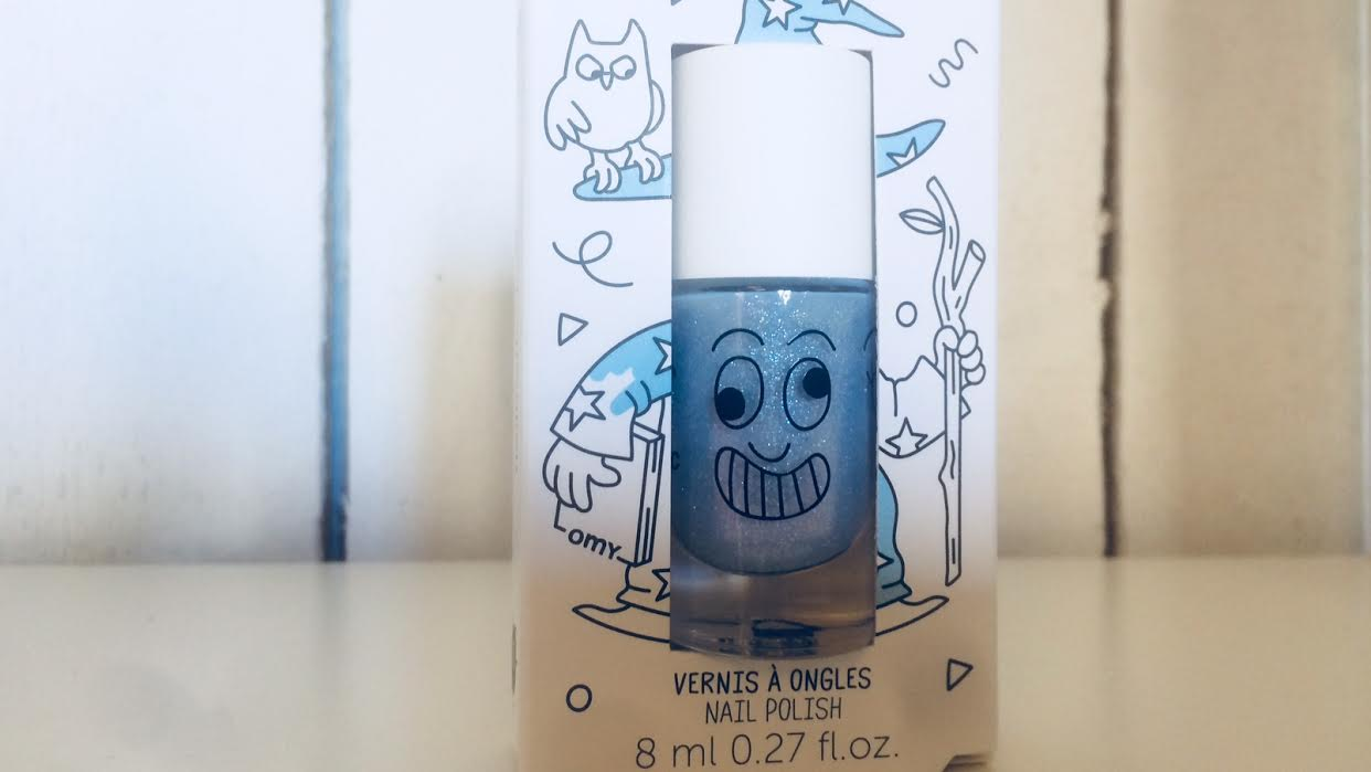 Vernis à ongles bleu paillette NAILMATIC chez Bee art&design à Saint-Malo