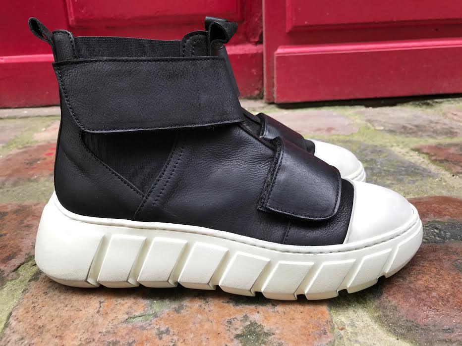 Chaussure Lofina F.DO famous noire chez bee art&design Saint Malo
