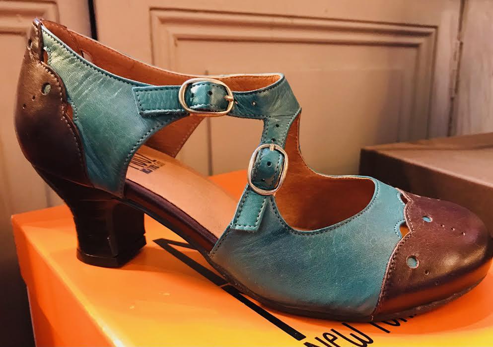 Chaussure Miz Mooz Thea bleu chez Bee art&design